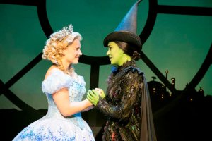 wicked-london_suzie-mathers-glinda-and-rachel-tucker-elphaba_photo-by-matt-crocket_9474