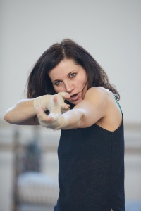 kate-fleetwood-jess-in-rehearsal-for-ugly-lies-the-bone-photo-mark-douet-_31b7547